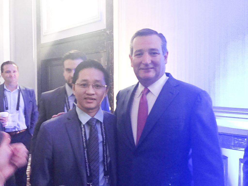 Chu-tich-Interimm-va-thuong-nghi-si-Ted-Cruz