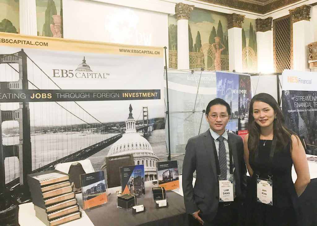Ong Chris Dang va doi tac dự an EB-5 Capital