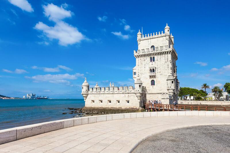 Tháp Belem là một trong những công trình hiếm hoi nằm bên bờ sông Tagus