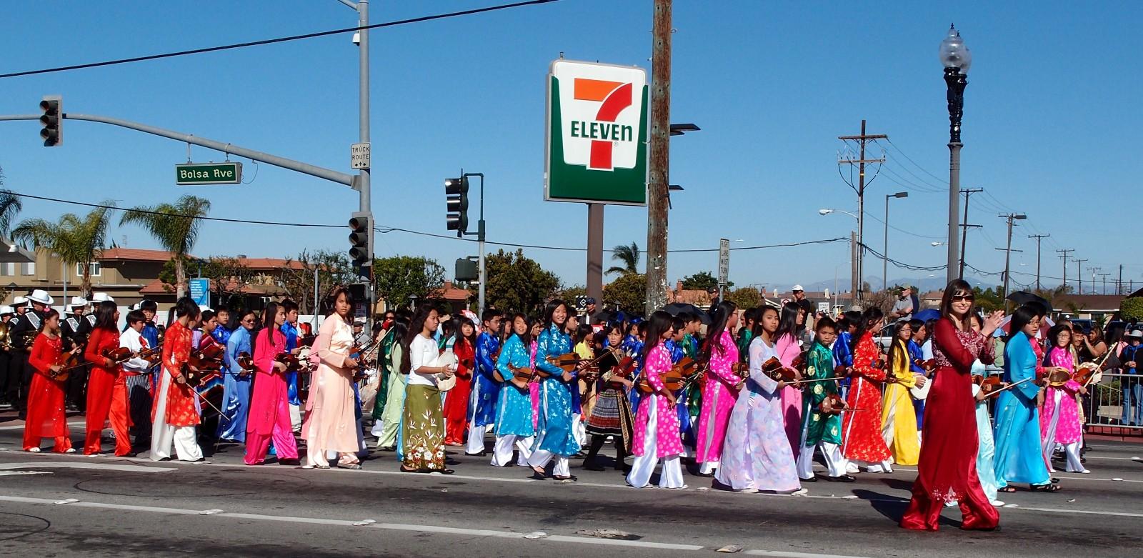 Lễ diễu hành vào dịp Tết với quy mô lớn của người Việt tại Mỹ