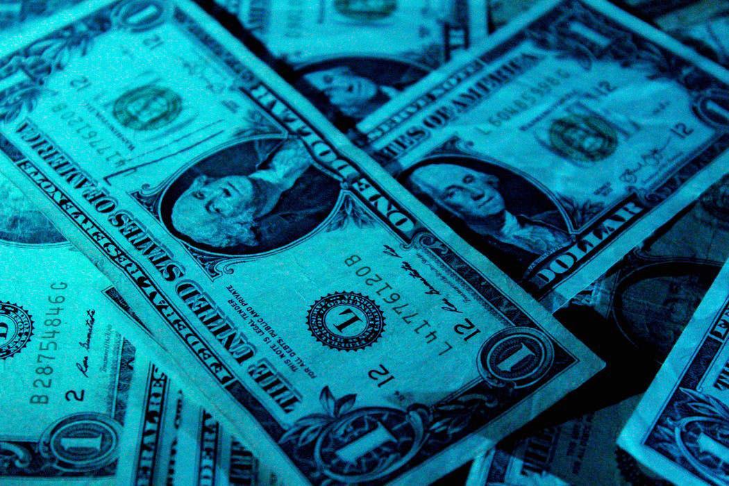 Đi định cư Mỹ được mang theo bao nhiêu tiền? 1