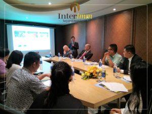 Ông Chris Đặng - nhà sáng lập Interimm đang giới thiệu đến các nhà đầu tư rõ hơn về chương trình EB-5