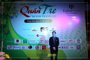 Ông Chris Đặng gửi lời chào đến quan khách tham dự buổi tiệc trao giải sau cuộc thi