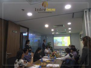 Ông Minh Lê giới thiệu về đội ngũ Interimm chuyên nghiệp và uy tín