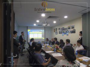 Tổng giám đốc Interimm - ông Minh Lê giới thiệu về EB5 và trực tiếp giải đáp những câu hỏi xoay quanh các vấn đề hồ sơ tài chính
