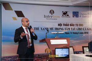 Luật sư di trú Ahmed Khan đang chia sẻ kinh nghiệm và phân tích thực tế về chương trình EB5 và đưa ra lời khuyên cho các nhà đầu tư
