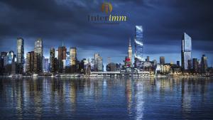 Sự nổi bật của The Spiral trong vẻ đẹp hiện đại nổi bật của Manhattan khi về đêm