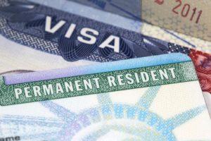 Thời gian gia hạn thẻ xanh có điều kiện chính thức tăng từ 12 lên 18 tháng
