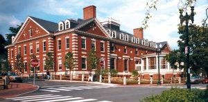 Harvard nổi tiếng xuất hiện nhiều trong các tác phẩm điện ảnh mang vẻ đẹp cổ kính đậm chất Mỹ