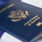 Điều gì làm nên sức hấp dẫn cho tấm thẻ xanh Mỹ?